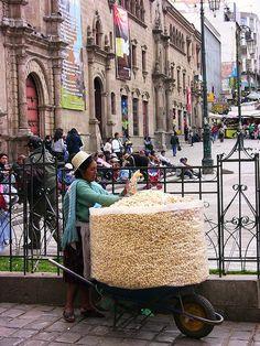 image of selling Pasankalla (sweet big popcorn), La Paz, Bolivia #streetfoods