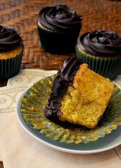 Cupcakes de cenoura, bolo clássico brasileiro! (Carrot cupcake, a classic brazilian cake!)