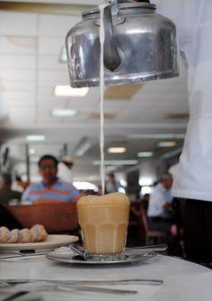 Lechero en el Gran Café de la Parroquia Veracruz, México.