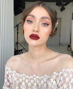 "10 Ways to Nail The Seductive Burgundy Makeup Look For Fall - VIVA GLAM MAGAZINEâ""¢ - Best Picture For diy face mask For Your Taste You are looking for something, and it is going to t - Lemy Beauty, Beauty Make-up, Beauty Hacks, Hair Beauty, Beauty Style, Beauty Bay, Sally Beauty, True Beauty, Black Beauty"
