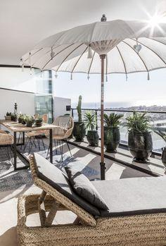 Rooftop Terrace Design, Balcony Design, Parasols, Patio Umbrellas, Outdoor Spaces, Outdoor Living, Outdoor Decor, Outdoor Balcony, Balcony Ideas