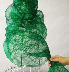 Ideas para hacer un árbol de Navidad con malla de plástico.