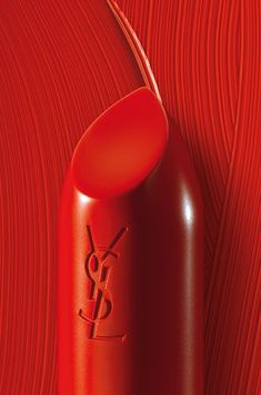 Laurent Handtaschen - die wichtigsten Taschen - Make up - Lipstick Lipstick Designs, Red Pictures, Red Images, Wall Pictures, Simply Red, Red Walls, Aesthetic Colors, Aesthetic Makeup, Cherry Red