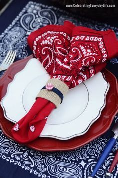 Summer Entertaining - Red, White & Blue Tablescape - Great for Memorial Day or July 4. Juli Party, 4th Of July Party, Fourth Of July, Place Settings, Table Settings, Jardin Decor, Western Parties, 4th Of July Decorations, Garden Decorations