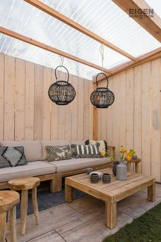 Shop the Look: the sustainable, attractive garden - Eigen Huis en Tuin - Make your canopy cozy with wind lights Outdoor Seating Areas, Outdoor Rooms, Outdoor Living, Outdoor Decor, Backyard Patio Designs, Pergola Designs, Backyard Landscaping, Pergola With Roof, Pergola Patio