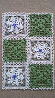 This Pin was discovered by Све Crochet Motif Patterns, Granny Square Crochet Pattern, Crochet Blocks, Crochet Squares, Crochet Granny, Filet Crochet, Crochet Designs, Crochet Doilies, Crochet Flowers