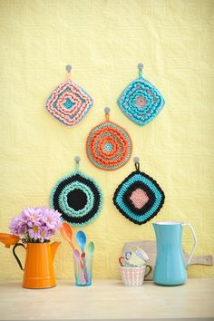 5 Tips for Turning Your #Crochet Potholders into #Art Displays |