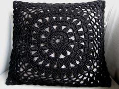 VMSom Ⓐ basket: Crochet Flower pillow case Knitted Cushion Covers, Knitted Cushions, Knitted Afghans, Diy Crochet And Knitting, Crochet Hooks, Crochet Things, Crochet Home Decor, Flower Pillow, Crochet Pillow