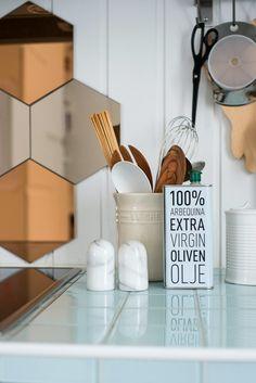 Ikea Hönefoss mirror above the kitchen stove