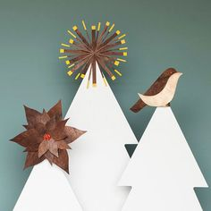 Top your Christmas tree with these three easy and modern Christmas tree toppers. We show you how and give you free patterns to start from. Diy Christmas Paper Decorations, Diy Christmas Tree Topper, How To Make Christmas Tree, Christmas Crafts, Christmas Ornaments, Modern Christmas, Felt Christmas, Holiday Decor, Diy Weihnachten