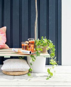 Prepare for the brighter days, and make a bench out of wooden pallet and paint it in your favourite colours for a playful and stylish look.