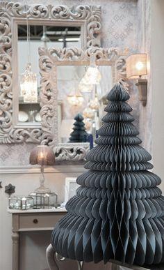 #Décoration #Classique #Charme #Sapin #Papier #Noël #Home #Amadeus #HomeSweetHome #Interiodesign #HomeDecor #Décorationmaison #Décorationappartement