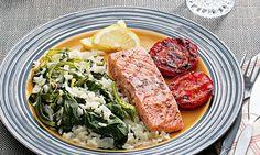Salmão com arroz de grelos - uma óptima escolha para uma refeição saudável. Experimente.