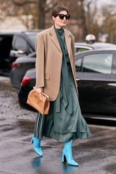 Paris Fashion Week: All the best street style snaps from the fall/winter 2019 runway season Fashion Week, Winter Fashion, Paris Fashion, Fashion Trends, India Fashion, Japan Fashion, Normcore Fashion, Fashion Outfits, Autumn Street Style