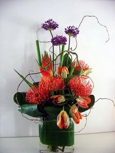 protea arrangements with African accents Hotel Flowers, Cascade Bouquet, Agapanthus, Garden Shop, Ikebana, Tulips, Floral Arrangements, Wedding Flowers, Centerpieces