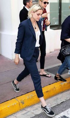 Kristen Stewart rocks menswear inspired look in Cannes Androgynous Fashion, Tomboy Fashion, Suit Fashion, Look Fashion, Androgynous Girls, Queer Fashion, Urban Fashion, Fashion Styles, Fashion Check