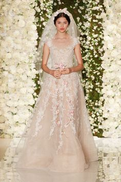 lots of lace - Reem Acra