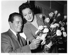 John Forsythe and Maureen O'Hara receive flowers on set of the film 'Everything But The Truth' 1956 Golden Age Of Hollywood, Classic Hollywood, Old Hollywood, Hollywood Actresses, Best Movie Couples, John Forsythe, Maureen O'hara, John Wayne, On Set