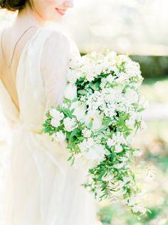 white wedding keres nőt