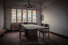 Villa Steen,urbex,Maison,urban exploration,verlaten huis,België,mooie trap,glas in lood