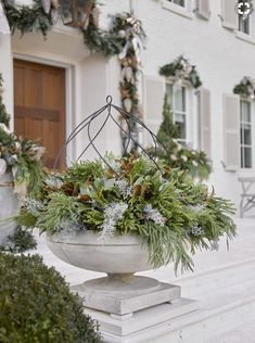 outside xmas decorations – This christmas ideas suggestions was upload at UTC by … Coastal Christmas Decor, Christmas Porch, Country Christmas, All Things Christmas, Christmas Holidays, Holiday Decorating, Decorating Tips, Cottage Christmas, Primitive Christmas