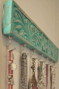 bijouterie madera tallada y ganchos