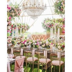 Lost in a wedding wonderland. #tagabride looking to for an enchanting wedding idea.Pic:@lanedittoe + @jessicabodasphotography   Planner: @blissproductions   Floral: @squarerootdesigns   Rentals: @casadeperrin @wildflowerlinen @classicp