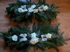 Dušičková vazba Flowers Delivered, Funeral Flowers, Christmas Wreaths, November, Cemetery, Holiday Decor, Rose, Floral, Green