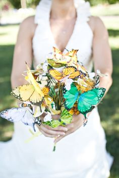 Awesome 15 Most Unique And Creative Wedding Bouquet You Never Seen Before  https://oosile.com/15-most-unique-and-creative-wedding-bouquet-you-never-seen-before-15869