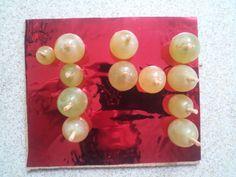 Uvas Noche Vieja 2014 Presentación Original Base de corcho con papel regalo y uvas con medio palillo pinchadas