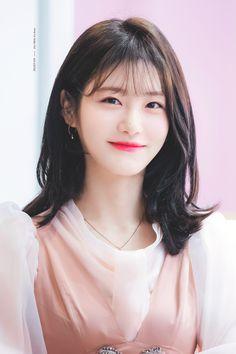 Korean Makeup Look, Korean Beauty, Pretty Korean Girls, Beautiful Asian Girls, Suzy, Cute Hairstyles, Braided Hairstyles, Braid Styles, Short Hair Styles