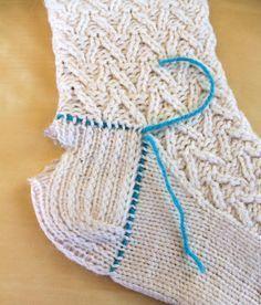 Hand Knitted Things: Knitted Sock Heel Repair - for experienced knitters only.- Hand Knitted Things: Knitted Sock Heel Repair - for experienced knitters only. Crochet Socks, Knit Or Crochet, Knitting Socks, Knitting Stitches, Hand Knitting, Knit Socks, Knitted Slippers, Crochet Granny, Knitting Machine