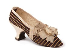 Shoe-Icons / Shoes / Striped silk Louis heel shoes, decorated with a bow on the vamp. Vintage Shoes, Vintage Accessories, Vintage Outfits, 18th Century Clothing, 18th Century Fashion, Antique Clothing, Historical Clothing, Icon Shoes, Shoe Boots