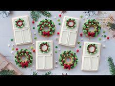 Christmas Wreath Cookies, Christmas Door Wreaths, Iced Cookies, Holiday Cookies, Cupcake Cookies, Christmas Goodies, Christmas Treats, Christmas Baking, Christmas Time