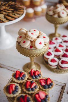 Gold and White Wedding. Wedding Reception Dessert Buffet. Desserts ~ Mora Photography| bellethemagazine.com                                                                                                                                                      もっと見る