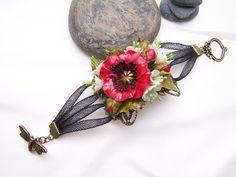 Ce bracelet est une pièce unique. Il est monté sur une estampe ( filigrane) en métal bronze, agrémentée d'un joli coquelicot de ses boutons et  de multiples petites fleurette - 20051342