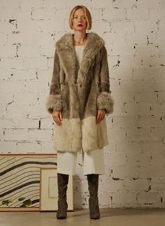 Descubra lo nuevo de la colección de mujer otoño invierno 16 de Uterqüe. Novedades en vestidos, prendas de piel, calzado, bolsos y accesorios. Looks we love.