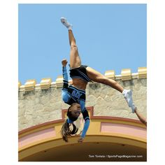 They have the most creative and difficult pyramids in all of the NCAA Go Hawaii, College Cheerleading, Cheer Stunts, Sporty Girls, Great Legs, Hot Shots, Weight Lifting, Gymnastics, Athlete