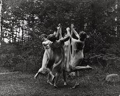 "rivesveronique: "" Modern dance group of young women performing outdoors. by Johnston Frances Benjamin "" Modern Dance, Contemporary Dance, Wicca, Dancing Figures, Season Of The Witch, Witch Aesthetic, Dark Photography, Just Dance, Coven"