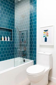 White bathroom with deep teal tile surround in tub. Modern Midcentury from Alt khan Velji Designs Rue Modern Bathroom Tile, Minimalist Bathroom, Bathroom Interior Design, Bathroom Flooring, Master Bathroom, Small Bathroom With Tub, Teal Bathroom Decor, Big Bathtub, Remodled Bathrooms