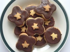 linecke pecivo trochu inac recept Gingerbread Cookies, Pudding, Desserts, Food, Basket, Gingerbread Cupcakes, Tailgate Desserts, Deserts, Custard Pudding