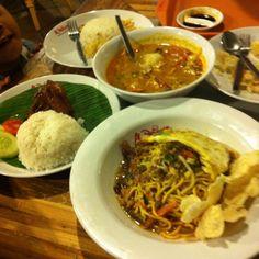 Indonesian food #mieaceh #sototangkar #ayamgorengkalasan Pasar Ah Poong,, Sentul City