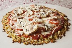 En esta ocasión vamos a preparar una deliciosa pizza con corteza de coliflor, en lugar de usar harina. Es ideal para celíacos y para dietas.