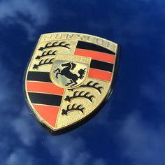 #supercarsunday #porsche911 #porsche #details #logo #california #carsandcoffee…
