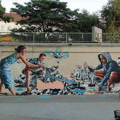 Rebuilding Vienna, collaboration with #knarf from @wandblatt. Donaukanal, Vienna #streetart #vienna #fintanmagee