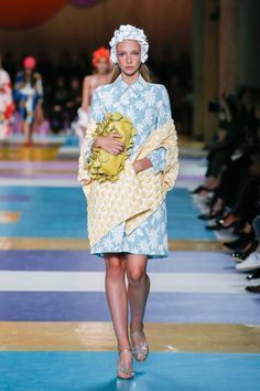 Miu Miu Spring 2017 Ready-to-Wear Fashion Show - Kyona van Santen