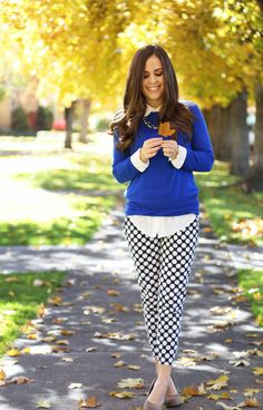Love the silk blouse/lightweight jumper combo. Classy Outfits, Fall Outfits, Cute Outfits, Fashion Outfits, Spring Summer Fashion, Autumn Winter Fashion, Work Fashion, Gothic Fashion, Mommy Style