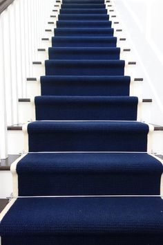 ☝☟escadas - Dark Blue Runner on White Stairs Carpet Diy, Blue Carpet, Carpet Colors, Carpet Ideas, White Carpet, Cheap Carpet, Navy Stair Runner, Staircase Runner, Stair Runners