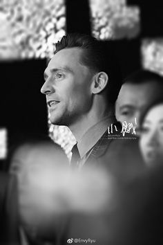 Tom Hiddleston attends the press conference/premiere of Kong: Skull Island in Beijing, China on March 16 2017. Source: http://tw.weibo.com/1553215042/4087112640996542 Higher resolution image: http://ww4.sinaimg.cn/large/5c942e42gy1fdsfgnbtltj20rs15o7j3.jpg
