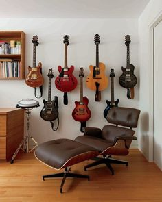 70 Good Contemporary Home Office Design Ideas - Page 67 of 74 Home Music Rooms, Music Studio Room, Studio Setup, Home Office Design, Interior Design Living Room, Guitar Wall, Music Decor, House Rooms, Decoration